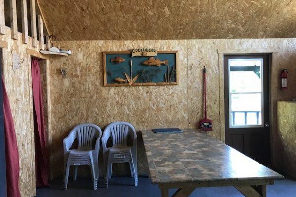 salle à manger chalet pointe à l'indien Pourvoirie cockanagog